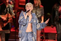 Miley Cyrus takes quite a bit of heat for her various actions. She doesn't really ever apologize for those actions either. That doesn't mean that everything she does is controversial or frowned upon. The singer and sometimes actress was actually quite gentle and caring when it came to one fan who went viral with his invitation to her to come to his prom.