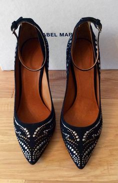 Isabel Marant Black Studded Pump ( Love these but I know the heel is too high for me) :( Me Too Shoes, Fashion Shoes, Fashion Accessories, Shoe Boots, Shoes Heels, Kinds Of Shoes, Pretty Shoes, High Heels, Stilettos