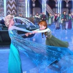 Anyone notice how beautifully detailed the folds on Elsa's dress are?!