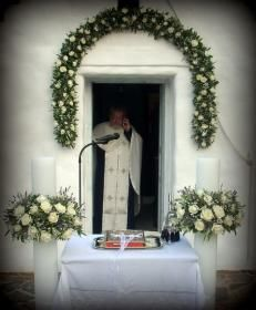 218_ΛΑΜΠΑΔΕΣ_ROSETTA_EVENTI Wedding Bouquets, Wedding Flowers, Arch Flowers, Church Wedding Decorations, Greece Wedding, Garland, Celebration, Weddings, Home Decor