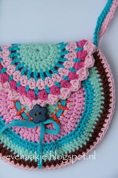 This purse is easy to crochet, a nice present for alittle girl.  You only need a scrap of cotton and spare time to finish this funny projec...