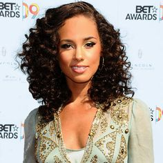 Alicia Keys side part with curly hair