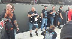 Segurança Deixa-se Contagiar Pela Música De AC/DC e Arrasa Em Festival