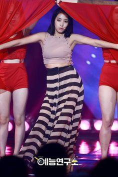 #Sistar #Bora Yoon Bora, K Pop Star, Sistar, Starship Entertainment, Stage Outfits, Girl Group, Cheer Skirts, High Waisted Skirt, Short Hair Styles