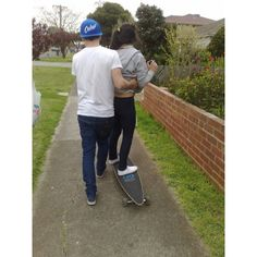 boy, girl, love, skate - inspiring picture on Favim.com ❤ liked on Polyvore featuring couples, pictures, cute couples, people and love