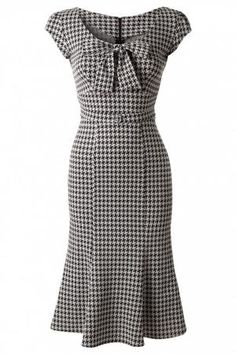 - TopVintage Exclusive ~ Grande Black White Houndstooth wiggle dress- I would so wear this now! Pretty Outfits, Pretty Dresses, Beautiful Outfits, Dresses For Work, White Outfits, Office Dresses, Robes Vintage, Vintage Dresses, Vintage Outfits