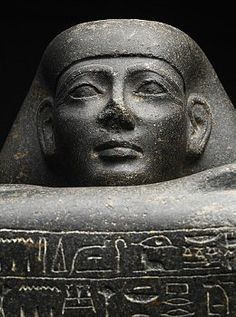 Detail of a block statue of Eighteenth Dynasty noble Yamunedjeh Grey granite block statue of Yamunedjeh, Eighteenth Dynasty during the reign of Tuthmosis III, from Qurna.