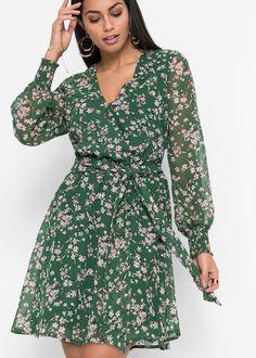 689915e4a48 Dieses schöne bedruckte Kleid ist super für jeden Anlass zu tragen.Der  Ausschnitt kann mit