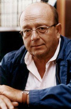 Manuel Vázquez Montalbán (Barcelona, 1939 - Bangkok, 2003). Journalist, novelist, poet, essayist, prologist, humourist, critic and gastronome. He was best known for his novels starring the detective Pepe Carvalho.