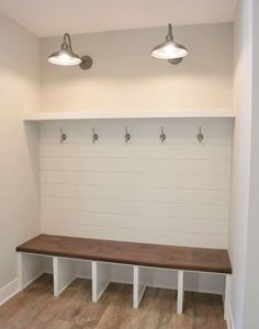Stunning rustic small mudroom entryway decor ideas 27 27 Mudroom Ideas to Get Your Ready for Fall Season Mudroom bench Small Mudroom ideas entryway Mudroom organization Mudroom Cubbies, Mudroom Laundry Room, Laundry Room Design, Closet Mudroom, Bench Mudroom, Closet Bench, Mud Room Bench Plans, Mudrooms With Laundry, Basement Shelving