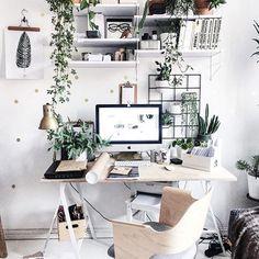 Home office #goals. (Photo via @margo.hupert.art