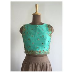 The Mint Blouse Summer Staple: Our mint blouse says relaxed chic in a million languages! Buy it on our website today! Link in bio. #croptop #desiwedding #desibridesmaids #americandesi #californiadesi #californiagirls #torontolife #asianbride #summerwedding #sangeet #engagement #lehenga #sari #sariblouse #thepeachproject