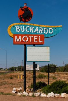 Buckaroo Motel-Tucumcari, New Mexico. It would be awesome if Backaroo Banzai stayed here. Retro Advertising, Advertising Signs, Vintage Advertisements, Vintage Ads, Diner Sign, Retro Signage, Vintage Neon Signs, Land Of Enchantment, Roadside Attractions