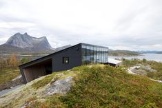 The landscapes surrounding Norway's Halvarøy Island are nothing short of awe-inspiring. The Efjord Retreat Cabin by Snorre Stinessen ensures the attention stays of the surreal scenery with an angular design. Narvik, Timber Cladding, Fjord, Kabine, Ranch Style, House And Home Magazine, Beautiful Architecture, Stunning View, Norway