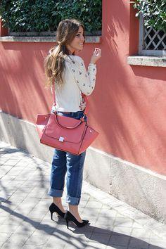 #Pantalón #vaqueroBoyfriend, #salonesNegros, jersey de estilo #navy y bolso de estilo #Céline. #elrincondemoda #erdm