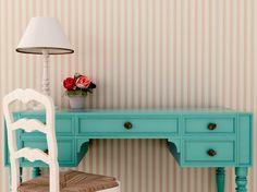 9 dicas para mudar a decoração da sua casa gastando pouco. Como pintar um móvel antigo ou aplicar um papel de parede no seu quarto.
