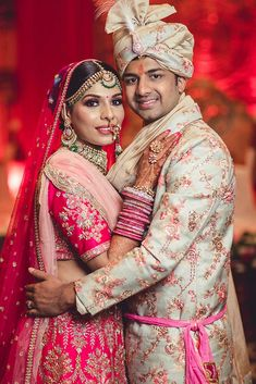 Weddings Discover A Dreamy Wedding With The Bride In Unique Bridal Jewellery Indian Bridal Photos, Indian Wedding Poses, Indian Wedding Couple Photography, Couple Photography Poses, Bridal Photography, Unique Wedding Poses, Punjabi Wedding, Couple Wedding Dress, Wedding Couple Pictures