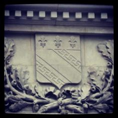 Façade de l'hôtel de ville de #Troyes #Blason