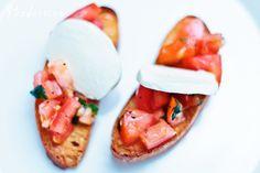 Tomaatti-mozzarellabruschetat by Foodassion, via Flickr