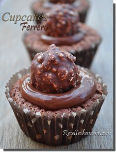 Cupcakes ferrero rocher et nutella Nutella Cupcakes, Nutella Brownies, Ferrero Rocher Cupcakes, Ferrero Nutella, Cupcake Cookies, Sweet Pie, Pie Dessert, Cupcake Recipes, No Cook Meals