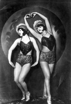 Chorus Girls, by kay Iacunato Burlesque Vintage, Vintage Dance, Vintage Circus, Kabarett Berlin, Berlin Spree, Vintage Glamour, Vintage Beauty, Vintage Ladies, Moda Art Deco