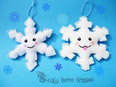 Copos de nieve kawaii hechos de fieltro y Goma eva o foamy DIYEsferas Navide�as de Hama beads