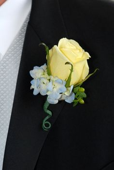 light blue and white wedding flowers bridal flowers - Page 96 of 100 - Wedding Flowers & Bouquet Ideas Yellow Rose Bouquet, Yellow Bouquets, Yellow Wedding Flowers, Prom Flowers, Bridal Flowers, Yellow Roses, Blue Yellow, Blue Wedding, Wedding Centerpieces