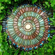 The genius of Jeffrey Bale in DIY mosaic stepping stone instructions...