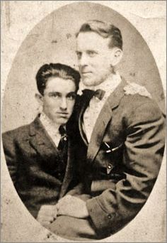 Vintage photographs of gay and lesbian couples and their stories. Vintage Couples, Vintage Boys, Just Beauty, Male Beauty, Vintage Photographs, Vintage Photos, Male Friendship, Intimate Photos, Male Poses