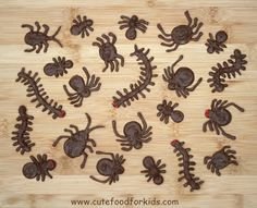 """So I've made easy chocolate spiders before… All you need are some chocolate chips and candy eyes. (See chocolate spiders HERE.) But I'm loving (in a """"not really loving, per … halloween cooking ideas Halloween Food For Party, Halloween Cupcakes, Halloween Treats, Halloween Stuff, Bug Cupcakes, Birthday Cupcakes, Wedding Cupcakes, Animal Cupcakes, Chocolate Spiders"""