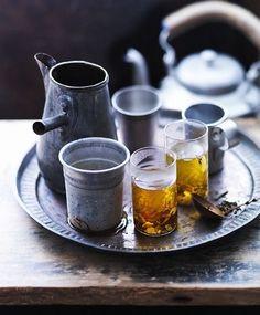 ゆっくりとお茶を飲む