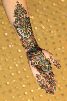 Glitter mehndi - Blues & Greens - http://mehndiyoyo.com/index.php/2015/07/30/glitter-mehndi-blues-greens/