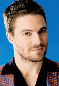 OKKKK I think im dead! Look this face! and these eyes! Arrow Cast, Arrow Tv, Oliver Queen Arrow, Stephen Amell Arrow, Oliver And Felicity, Supergirl And Flash, Its A Mans World, Green Arrow, Attractive Men