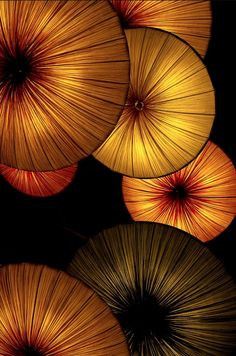 ~~ Golden Lantern Abstract by photographer Atsushi. Lanterns hanging in a hotel made for the perfect abstract image. Popular Photography, Art Photography, Art Et Nature, Parasols, Under My Umbrella, Abstract Images, Mellow Yellow, Yellow Black, Dali