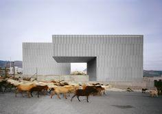 Centro de artes escénicas en Níjar (Almería)   Jesús Granada, 2006  Impresión glicée en fotográfico sobre dibond, 71×100 cm.
