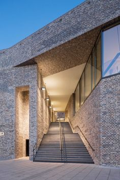 Andreas Heller's brick facade makes a confident statement at the Hansemuseum - News - Frameweb Brick Architecture, Amazing Architecture, Architecture Details, Brick Design, Facade Design, Unique Buildings, Interesting Buildings, Brick Detail, Facade Lighting