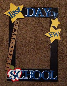 RoxybondsCTMH Last day of school sign Artbooking Art Philosophy First Day Of School Pictures, First Day School, School Photos, Graduation Crafts, Kindergarten Graduation, Graduation Ideas, School Picture Frames, School Frame, Kindergarten Pictures