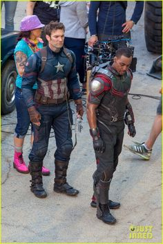 Chris Evans, Anthony Mackie, and both of their stunt doubles have returned to the African Market set of Captain America: Civil War where they're going up against Frank Grillo's Crossbones and his goons! Captain America Movie, Captain America Civil War, Chris Evans Captain America, Chris Evans Funny, Stunt Doubles, Anthony Mackie, Actor Studio, Marvel Cosplay, Superhero Movies