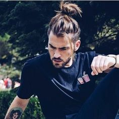 This needs to be a lace wig for me, that I can tie into a top knot / man bun. Man Bun Hairstyles, Older Women Hairstyles, Haircuts For Men, Stylish Hairstyles, Haircut Men, Long Haircuts, Style Hairstyle, Hairstyles 2018, Man Haircut Long