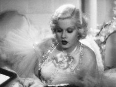 Jean Harlow in Dinner at Eight (1933).