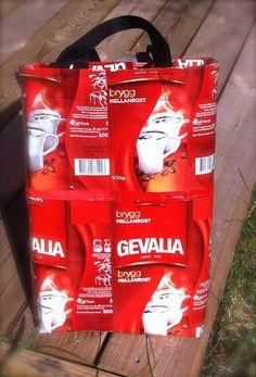 ScrapDesign - virkat, stickat & sytt: Väska av kaffepåsar