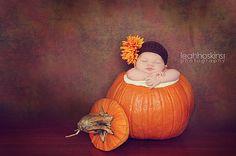 Cute newborn photo idea for the fall!