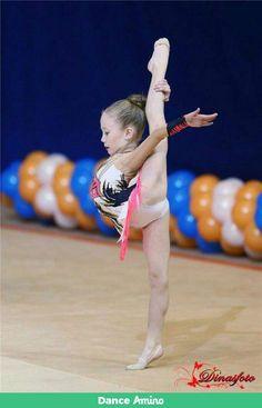 How to choose Gymnastics equipment for rhythmic gymnastics? Flexibility Dance, Gymnastics Flexibility, Acrobatic Gymnastics, Olympic Gymnastics, Gymnastics Girls, Gymnastics Clubs, Gymnastics Leotards, Olympic Games, Amazing Gymnastics