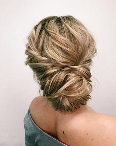 Previous Next Amazing updo hairstyle with the wow factor. Finding just the right wedding hair for your wedding day is no small task but... #weddinghairstyles