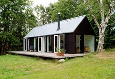 Prefab Mini Homes . Prefab Mini Homes . Dreaming Of A Swedish Summer House Cabins Shed Homes, Maine House, Black House, Architecture, House Plans, House Design, Porch, Mini Homes, Annex