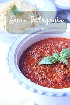 Recette sauce bolognaise italienne, une recette facile et rapide sans vin et délicieuse. Je prépare ma bolognese maison pour accompagner des spaghettis ou