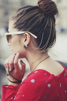 1 Trend 4 Ways: Chained-Up Hair (Can Be Dressy or Casual—Really!): Girls in the Beauty Department Hair Necklace, Chain Headpiece, Hair Chains, Body Chains, Diy Accessoires, Hair Jewels, Ear Cuffs, Bad Hair Day, Gold Hair