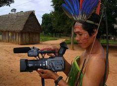 Referência Indígena - Índio utilizando tecnologia ; Ligação com o nome da agência