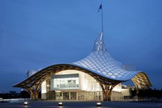 Center Pompidou-Metzby Shigeru Ban Architects EuropeThe undulating roof covers the galleries of the Center Pompidou's annex in Metz, France. The tent-like roof is comprised of a timber lattice, woven in a hexagonal pattern.