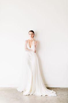 Sleek Bridal Editorial Inspires Minimalist Elegance For the Modern Bride. #minimalistbride #bridaleditorial #bridalinspiration